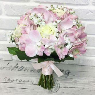 Букет невесты из роз и орхидей «О тебе»