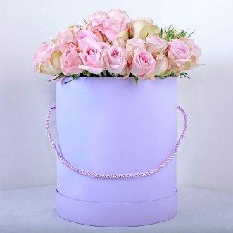 17 кустовых роз в коробке