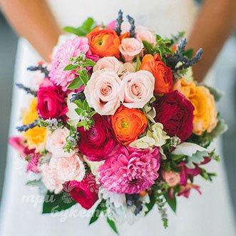 Цветной букет невесты из роз и альстромерий